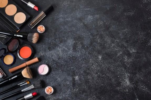 Jenis Makeup dan Kegunaannya Yang Wajib Anda Miliki